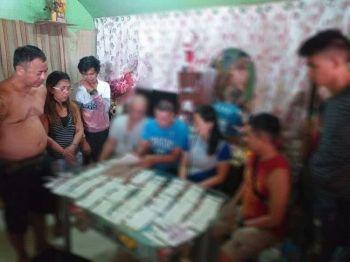 CEBU. Nasakmit gikan sa mga suspek ang P136,000 nga balor sa gituohang shabu sa usa ka buy-bust operation sa Sitio Crasher, Barangay Lawaan 3, Dakbayan sa Talisay. (Hulagway iya sa Talisay City Police Station)