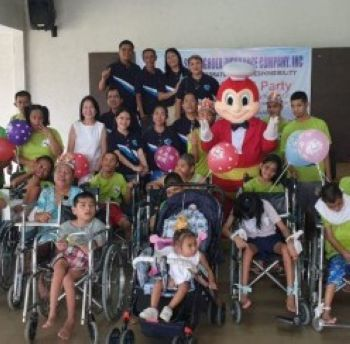MABALACAT. Staff of Stronghold Insurance reach out to children at Munting Tahanan ng Nazareth. (Contributed photo)