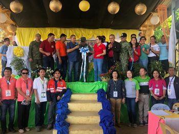 """Makita si North Cotabato Acting Governor Emmylou """"Lala"""" Taliño-Mendoza uban sa mga department heads sa mga buhatan sa North Cotabato ug pipila ka mga opisyal sa lugar, miputol sa ribbon agi'g seremonya sa gilusad nga Multi-Agency Convergence Serbisyo Caravan sa Barangay Kabalantian, Arakan, North Cotabato niadtong Biyernesm, Oktubre 18, 2019. Ang maong aktibidad gipatuman subay sa gipagula nga Executive Order Number 70 sa administrasyong Duterte sa pagpaabot sa serbisyo sa gobyerno diha sa mga barangay nga nailhang mga rebel-infested areas kun dunay presensya sa New People's Army. (Jeepy P. Compio)"""
