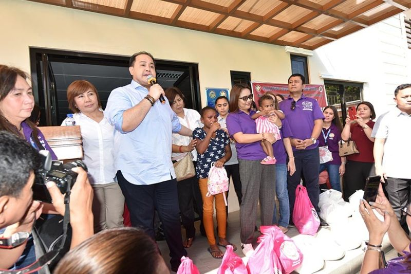 PAMPANGA. Governor Dennis Pineda thanks PCSO General Manager Royina Garma for the assistance given to the one-year-old Aeta girl diagnosed with heart disease during the agency's 85th anniversary celebration on Monday, October 21, 2019. (Jun Jaso/Pampanga PIO)