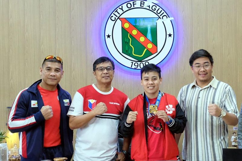 BAGUIO. Nesthy Petecio is welcomed by Councilor Levy Lloyd Orcales (2nd from right) in a courtesy call to the Office of the City Mayor. Joining Petecio are coach Rey Galido (left) and University of Baguio athletic director Allan Eligado (2nd from left). Photo by Neil Clark Ongchangco