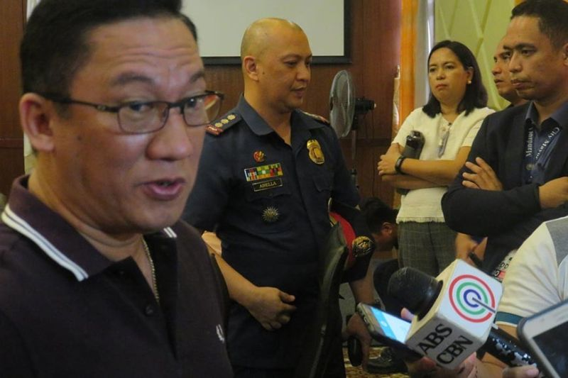 HEIST PROBLEM. Mandaue City Mayor Jonas Cortes talks with reporters on Monday, Oct. 21, 2019, following his meeting with Mandaue City Police Chief P/Col. Jonathan Abella (center) and representatives of the mall where a robbery took place last Oct. 19. (SunStar photo / Allan Cuizon)