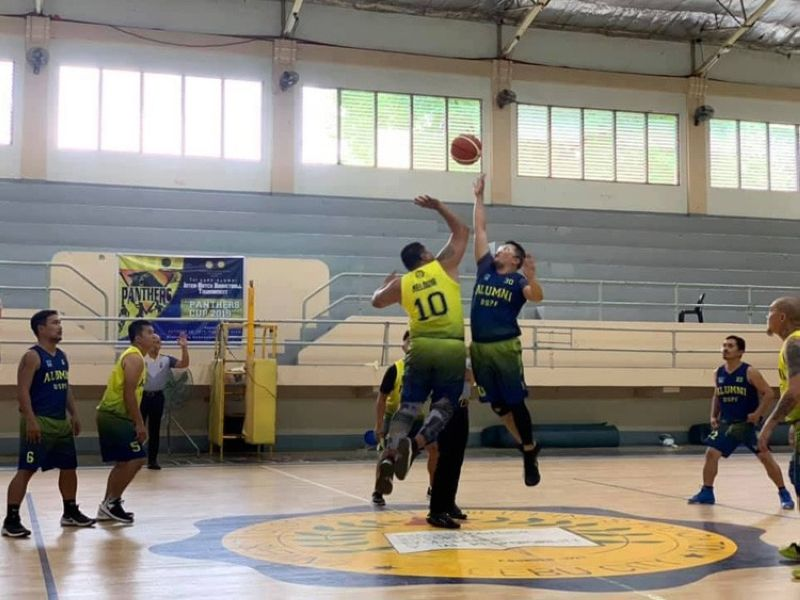 Players from batches 1996 and 1993 open things up with a jumpball in the USPF Inter-Batch Basketball Tournament last Sunday at the USPF gym. (Contributed foto)