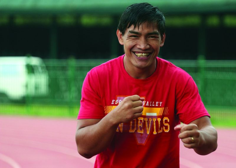 BAGUIO. Eduard Folayang belts out a huge smile while doing a morning workout in preparation for his upcoming bout November 8 at the Mall of Asia Arena. (Jean Nicole Cortes)