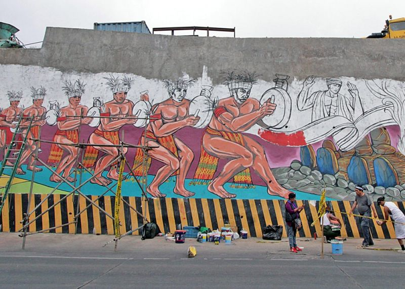 BAGUIO. Various Baguio artists pitch in to create a 10-meter high and 80-meter long mural along Naguillian Road in Baguio City. These artists volunteered in completing the