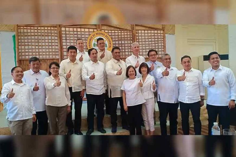 NEGROS OCCIDENTAL. Governor Eugenio Jose Lacson after his first 100 days report with Vice Governor Jeffrey Ferrer and members of the Sangguniang Panlalawigan (SP). (Photo by Teresa D. Ellera)