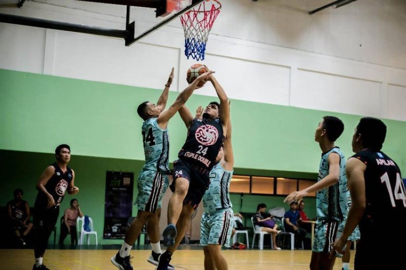 Triple Double's Procopio Camacho Jr. dares the defense of the Warlords in this piece of the action in the Southside Basketball League.(Contributed foto)