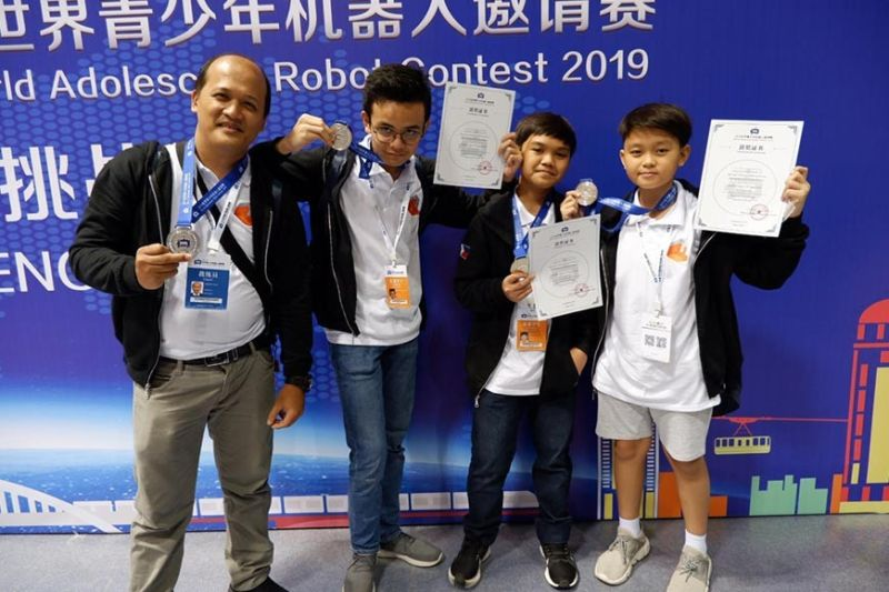 CEBU'S PRIDE. From left, Jomar Cruz, head coach of Techfactors Inc., and students Nicholas Francisco Amor of Sacred Heart Cebu, Charles Matthew Ty of University of San Carlos-South and Hernan Herven Morales of University of San Carlos-North show off their awards during the recent World Adolescent Robotics Competition. (Contributed photo)