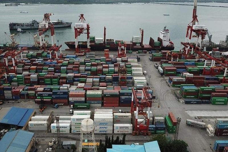 "DOWNWARD TREND CONTINUES.  Philippine Exporters Confederation Inc. Cebu executive director Fred Escalona says the gloomy outlook  is ""still pretty much influenced"" by the US-China trade dispute, the Hong Kong unrest, Brexit and the Japan-Korea trade war. (SunStar file)"