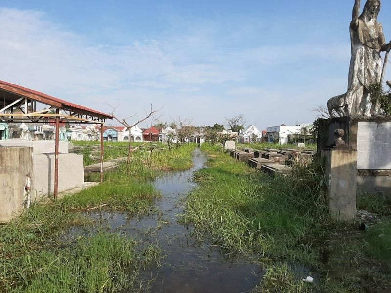MASANTOL. A Catholic cemetery in Barangay San Nicolas in Masantol town is still submerged in floodwaters a week before All Saints' Day. (Photo by Princess Clea Arcellaz)