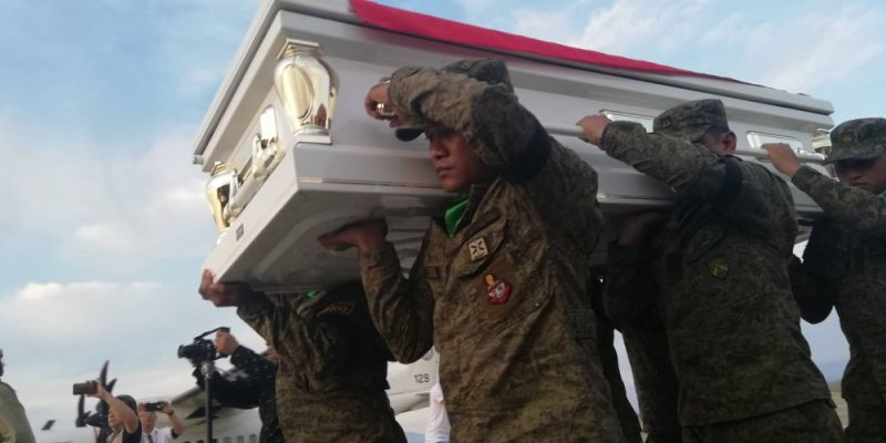 CAGAYAN DE ORO. Soldiers carry the casket of former Senate President Nene Pimentel after the C295 plane carrying his remains arrive at the Laguindingan airport Wednesday afternoon, October 23, 2019. (PJ Orias)