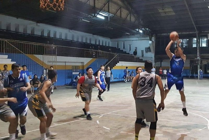 FALLING SHORT. Batch 2011's Bernard Chioson goes for a jumper against Batch 2013 in their Division C semifinals.  Batch 2013 won and will face Batch 2012 in the final. (Contributed Photo)