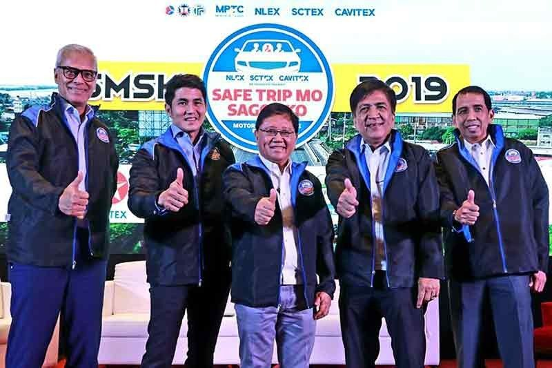 PAMPANGA. (From left) MPTC SVP for Communication and Stakeholder Management Atty. Romulo S. Quimbo Jr., MPTC Chief Finance Officer Christopher C. Lizo, NLEX Corporation President and General Manager Luigi L. Bautista, Toll Regulatory Board Executive Director Arbraham P. Sales and NLEx Corporation COO Raul L. Ignacio led Thursday's press conference of the NLEx-SCTEx-Cavitex Metro Pacific Safe Trip Mo, Sagot Ko Motorist Assistance Program at Luxent Hotel, Quezon City. (Chris Navarro)