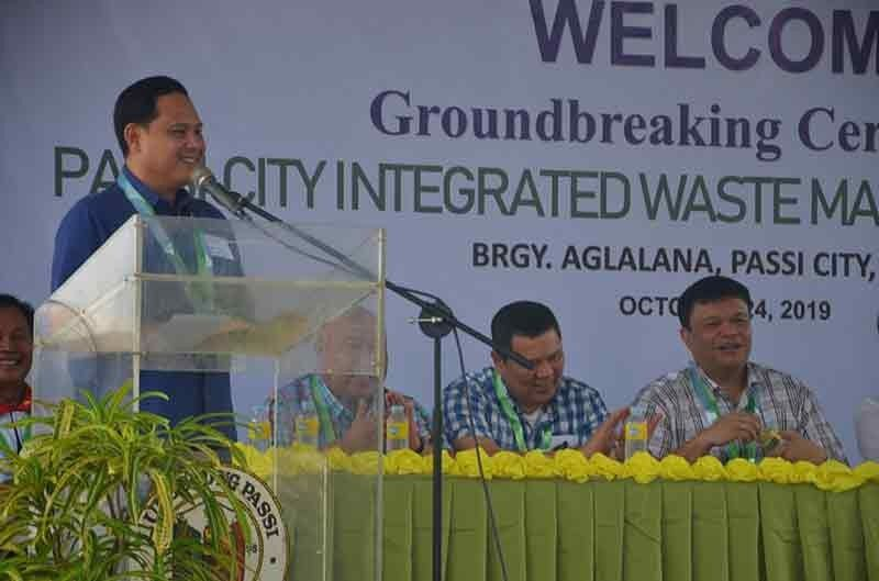 ILOILO. Governor Arthur Defensor Jr. lauds the P308-million Passi City integrated waste management facility, saying it will help other towns comply with proper solid waste management. (PR)