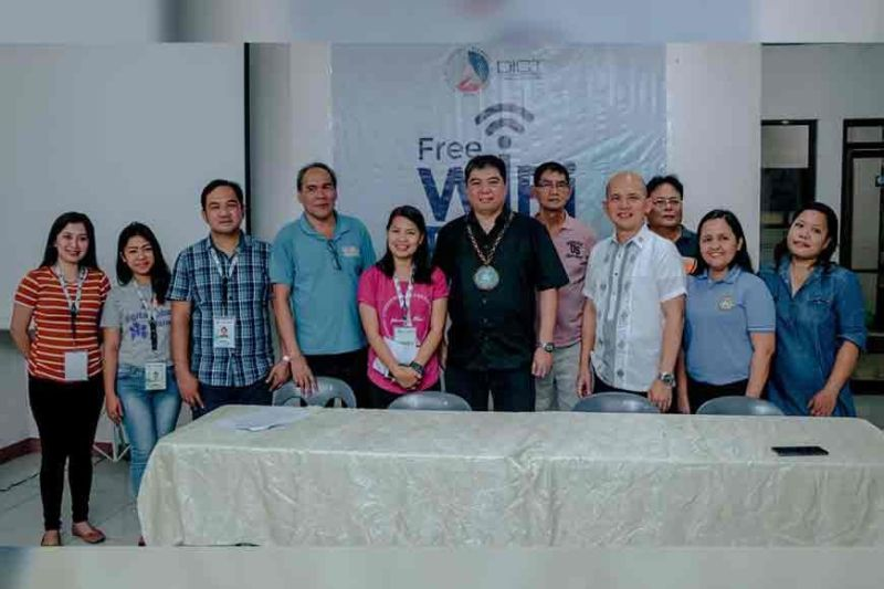 BACOLOD. DICT Assistant Secretary Felino Castro (center) with DICT-Negros Occidental personnel headed by Provincial Officer Romeo Tome (fourth from left), Provincial Administrator Reyfrando Diaz II (third from right) during the launching of the Free Wi-Fi For All Program at the agency's provincial office in Bacolod City Thursday, October 24. (Contributed Photo)
