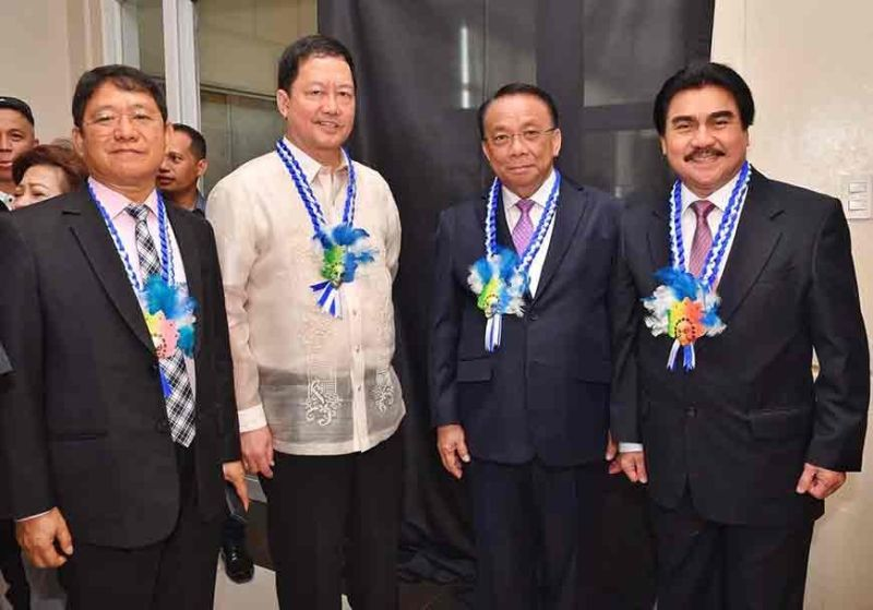 BACOLOD. Mayor Evelio Leonardia (1st from right) with DILG Secretary Eduardo Año (1st from left), Justice Secretary Menardo Guevarra, and Chief Justice Lucas Bersamin at the launching of Bacolod City as a Justice Zone, at rites at the Bacolod City Government Center on August 30, 2019. (PR)