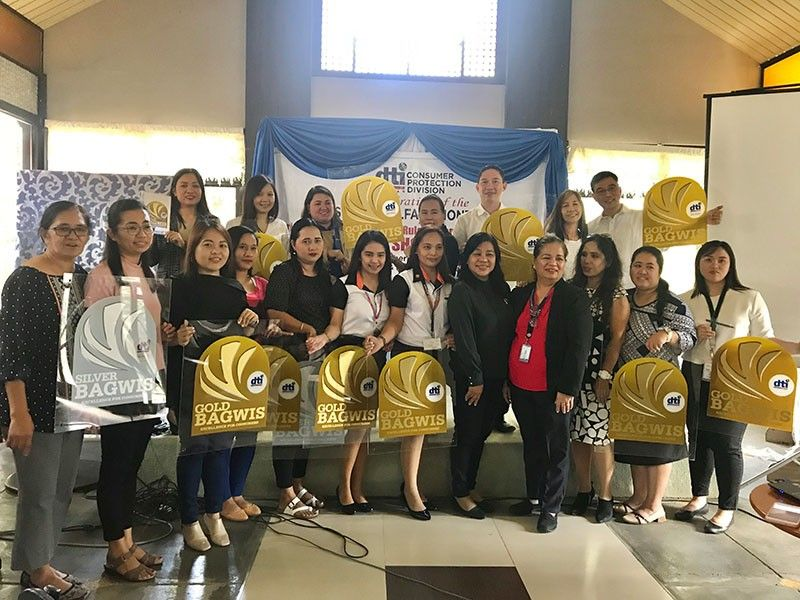 BATAAN. Around 14 business establishments in the Bataan received the Bagwis Award this year from the Department of Trade and Industry (DTI) for upholding the rights of consumers and practicing responsible business. <b>(PIA-Central Luzon)</b>