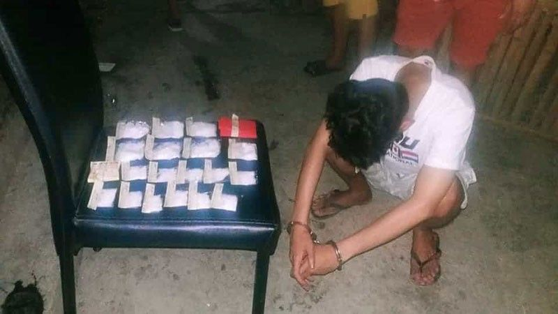 SUSPECTED DRUG PUSHER ARRESTED. Eric Booc, 26, had no choice but to bow his head when police caught him selling illegal drugs in Sitio Pungtod, Barangay Mambaling in Cebu City on Friday night, Oct. 25, 2019. Booc, who previously lived in Barangay Ermita, decided to transfer to Mambaling to evade police who were monitoring his illegal operations. He never knew his transfer to Mambaling would lead to his arrest. (SunStar Photo/Benjie B. Talisic)