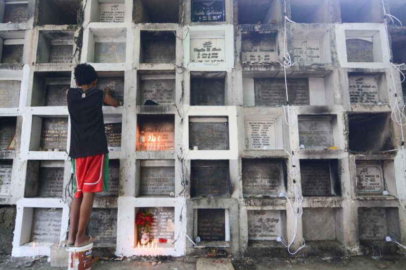 STILL QUIET. It looks empty right now, but cemeteries around the country are expected to be full of people on All Saints' and All Souls' Days on Nov. 1 and 2 who want to spend time with their departed loved ones. (SunStar File Photo)