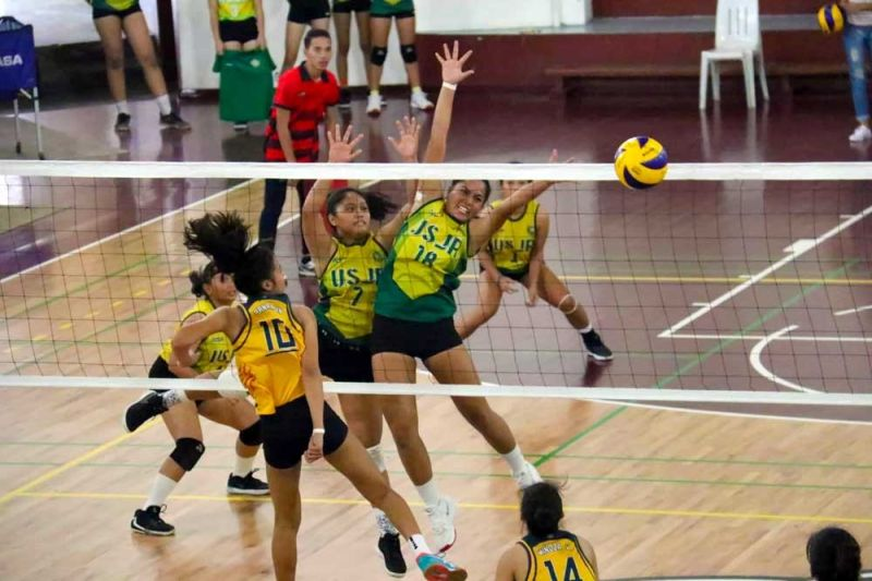 FOILED. The University of San Jose-Recoletos scores off a block against the University of Southern Philippines Foundation in Game 2 of the volleyball finals. (SUNSTAR FOTO / AMPER CAMPAÑA)