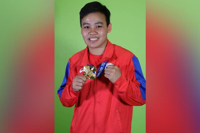 WORLD CHAMPION. Nesthy Alcayde Petecio beams with pride as she shows her Aiba Women's World Boxing Championships 2019 gold medal. (Mark Perandos)