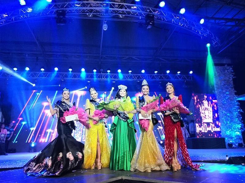 DAVAO. Reina de Davao Occidental Blessing Yacon (center) with her court. (Ace Perez)