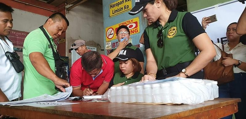 Bus drivers queueing as they wait for their turn during the surprise drug testing in Agora Terminal yesterday, October 28. The drug test is in line with PDEA's Oplan Undaspot campaign to ensure bus drivers are fit at a time when an influx of passengers are expected during 'Undas.' (Photo by Kris Sialana)