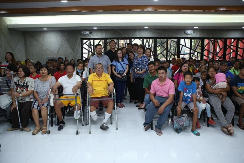 PAMPANGA. Clark Development Corporation (CDC) vice president for Administration and Finance Mariza Mandocdoc with CDC assistant vice  president for External Affairs Rommel C. Narciso, Widus Foundation Inc. manager Ronnel Golimlim and other partner locators join the beneficiaries for a photo after the distribution of wheelchairs and medical devices. (Contributed photo)