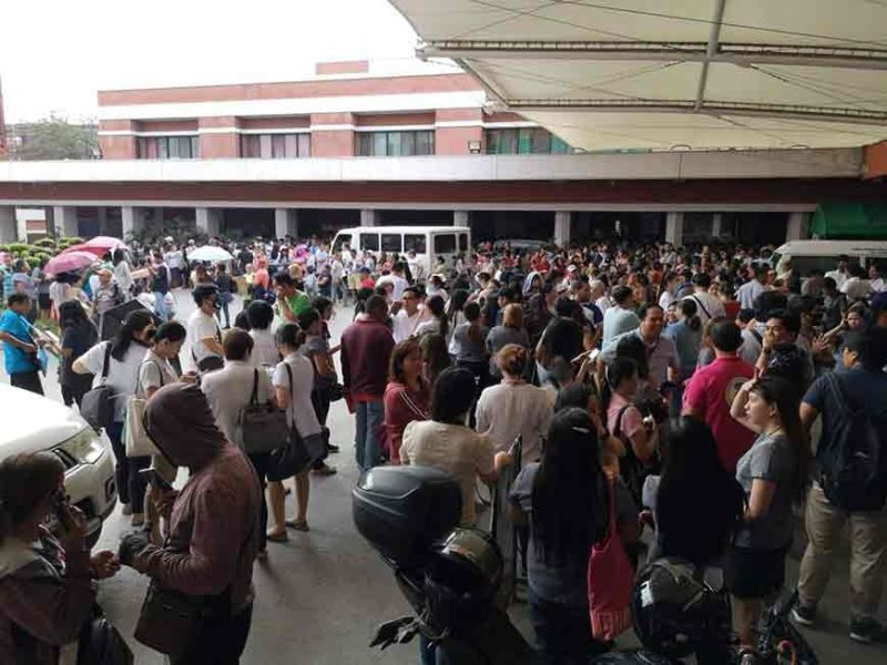 DAVAO. People rush out of the Southern Philippines Medical Center when a magnitude 6.6 earthquake struck parts of Mindanao on October 29, 2019. (Photo by Macky A. Lim/SunStar Davao)