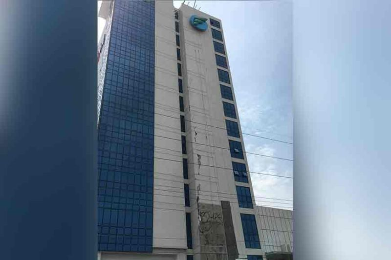 DAVAO. Cracks were noticed on the Felcris Centrale building after the magnitude 6.6 earthquake that was felt at intensity 6 in Davao City on October 29, 2019. (Photo by Rob Gumba/SunStar Davao)