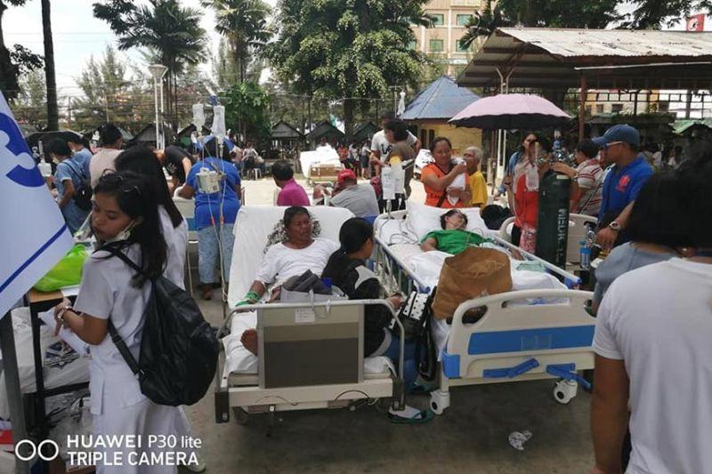 DAVAO. Mga pasyente sa Kidapawan Doctors Hospital sa North Cotabato gibalhin sa bakanteng luna kagahapon, Oktubre 29, 2019. (EEF)