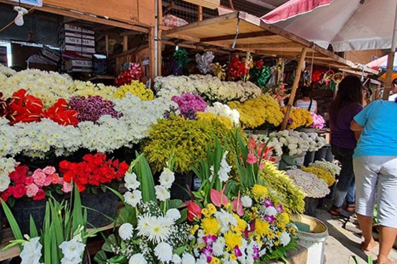 BACOLOD. Start to search for the best flowers and arrangements as early as now, so that you can enjoy great finds for the All Saints and Soul's Day observance on November 1 and 2. (Carla N. Cañet)