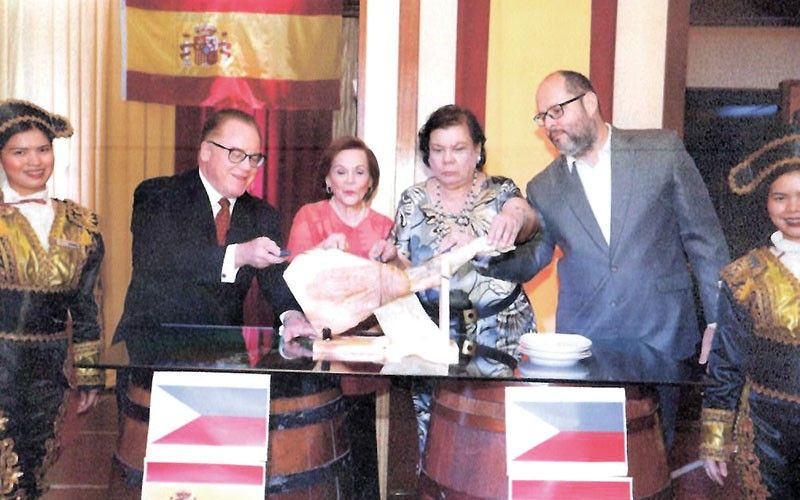 "Ceremonial slicing of the ""Jamon Serrano"" with Marco Polo Plaza Cebu general manager Brian Connelly, left, Amigos de España president Myra Gonzalez, culinary consultant Gema Pido and Honorary Consul of Spain in Cebu, Anton Perdices."
