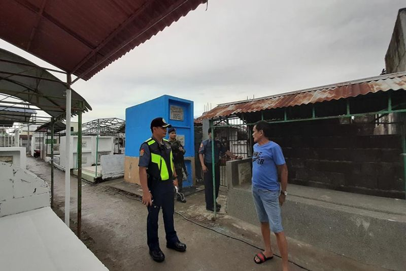 PAMPANGA. Police Major Freddie Herry inspects the San Simon Municipal Cemetery in Barangay San Juan ahead of the All Saints' Day. (Princess Clea Arcellaz)