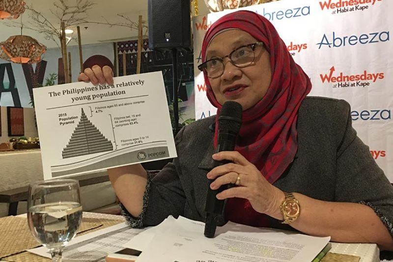 DAVAO. Commission on Population and Development Davao Region Director Bai Agnes Sampulna shows the population distribution in the Philippines in 2015 in a press conference on Wednesday, October 30, 2019. (Roberto A. Gumba Jr.)