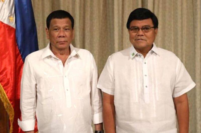 "CRIMINALS, BEWARE. Cebu City Mayor Edgardo Labella (right) will now help President Rodrigo Duterte (left) implement his ""no-nonsense fight"" against criminality. (SunStar file)"