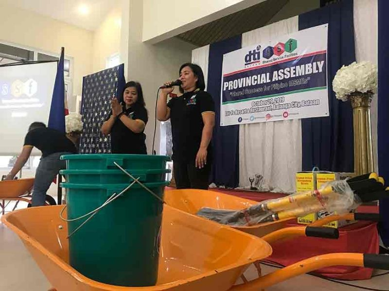 PAMPANGA. The Department of Trade and Industry Bataan distributes tools to Shared Service Facilities cooperators. (PIA)