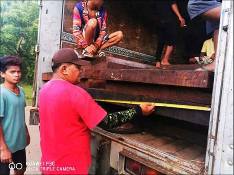 CAGAYAN DE ORO. The conduct of more intensified checkpoint operations in Caraga region resulted in the confiscation of P1.25 million worth of furniture and lumber, and the arrest of five suspects, on Wednesday, October 30. (Photo courtesy of PRO-Caraga)