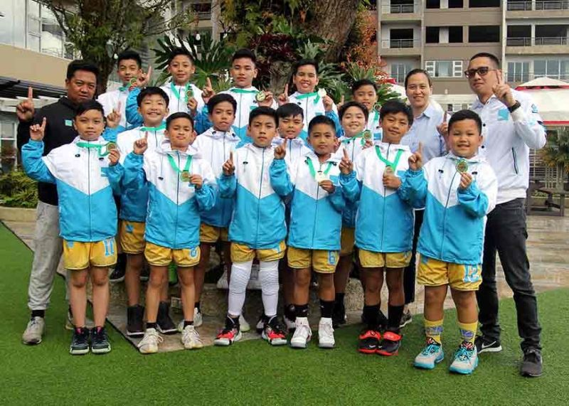 BAGUIO. Berkeley School flash the number one sign after winning the SBP title in the Luzon finals of the SBP-Passerelle Twin Tournament in Baguio City recently. (Roderick Osis)
