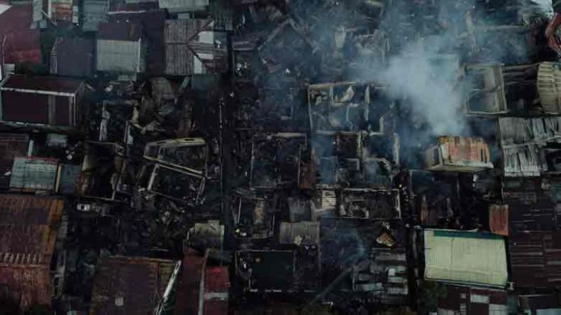 FIRE SCENE. Sitio Ipil in Barangay Mambaling, Cebu City lost 25 houses when a fire struck the neighborhood around 1:45 a.m. on Thursday, Oct. 31, 2019. Investigators believe the fire started in the house of Junmark Gonzaga. They have yet to determine what caused it. Some 30 families were affected, while damage estimates were placed at P139,000. (Contributed Photo)