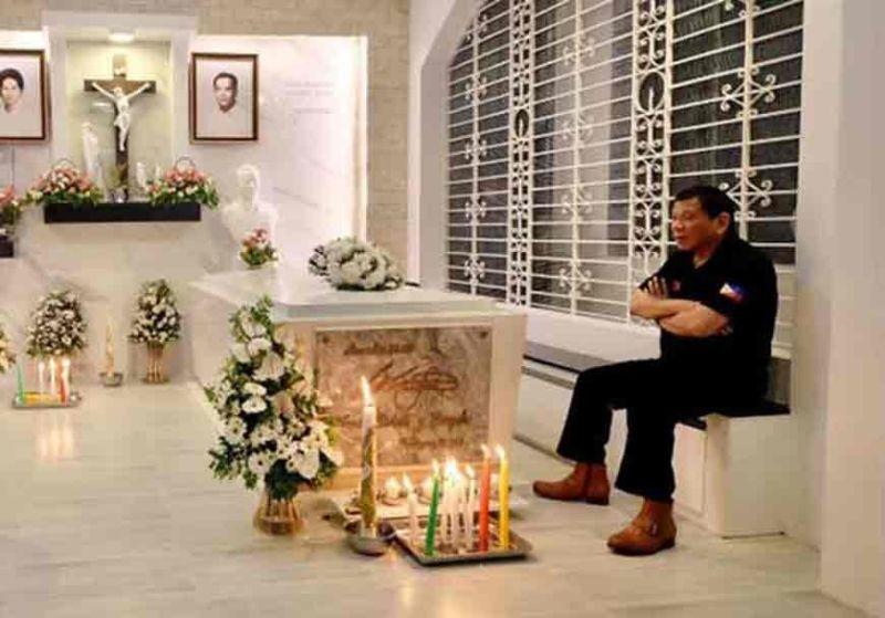 DAVAO. President Rodrigo Duterte visits his parents' tomb on the eve of All Saints' Day. (Photo from Senator Bong Go)