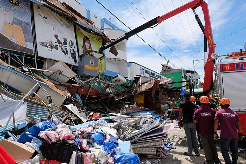 DAVAO. Rescue workers inspect a damaged building in Digos, Davao del Sur, southern Philippines on Thursday Oct. 31, 2019. The third strong earthquake this month killed several people Thursday, injured several others and destroyed buildings that were already damaged by the earlier shaking in a devastated region in the southern Philippines, officials said. (AP Photo)