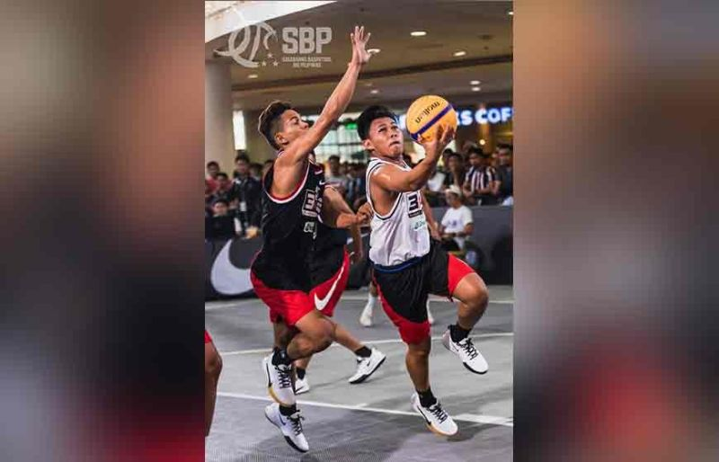 MANILA. Davao City's Prince Yeo Urbiztondo (right) drives to the basket against a Palawan defender during their elimination game in the SBP 3×3 Pambansang Tatluhan held at Robinsons Place Manila Activity Center recently. (Photo from SBP Facebook page)
