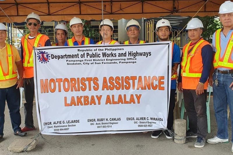 PAMPANGA. Department of Public Works and Highways (DPWH)-Pampanga 1st District Engineering Office DE Engineer Almer C. Miranda (left) together with the crew from Maintenance Section provided motorist assistance along the Jose Abad Santos Avenue during and All Saints' Day and All Souls' Day. The Maintenance Section is headed by their chief, engineer Alfie G. Lejarde. (Chris Navarro)