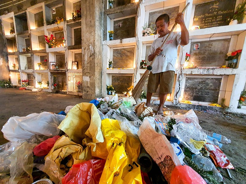 Carreta Cemetery garbage / Photo by Arni Aclao