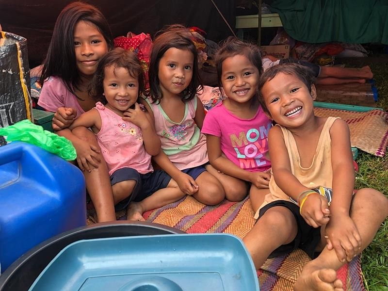 COTABATO. Mingisi gihapon daw walay nahitabo kanila ang mga bata gikan sa Barangay Luayon, Makilala, North Cotabato. Gisaysay nila nga wala na silay balay nga balikan human sa makusog nga linog sa milabay nga semana diin tanang balay sa nahisgutang barangay nangaguba na. Ang maong hulagway kuha sa evacuation center sa Malasila Elementary School, Makilala, kagahapon, Nobyembre 4, 2019. (Jeepy P. Compio)