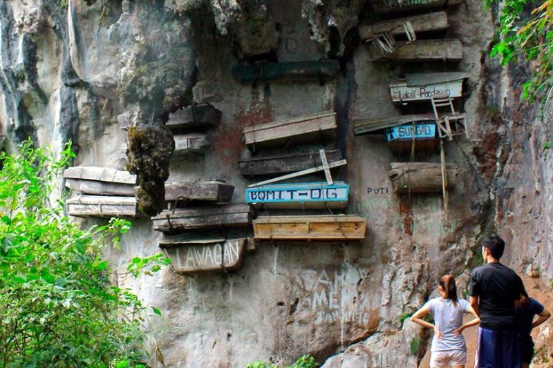 BENGUET. Tourists wander at the famous hanging coffins in Sagada, Mountain Province during the long weekend. Sagada remains a top tourist destination in Mt. Province due to its charm and pristine environment. (Photo by Jean Nicole Cortes)
