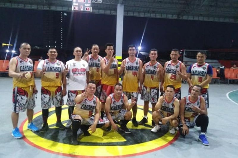 "CAGAYAN DE ORO. With an unprecedented 7-0 record, Police Station 9 is poised for a back-to-back championship in the ongoing Cagayan de Oro PNP hoopfest dubbed ""First City Director's Cup Basketball Tournament"" at the Macasandig gym. The team is headed by Police Major Ericson E. Sabanal, Station 9 commander, and Green CdeO Eagles Club president Ulysses A. Romulo. (Contributed Photo)"