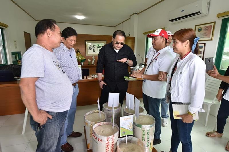 ARAYAT. Governor Dennis Pineda visits the Quiambao Tabuan Rice Corporation with Arayat Mayor Bon Alejandrino and Pampanga Councilors' League president Asiong Macapagal. (PR)