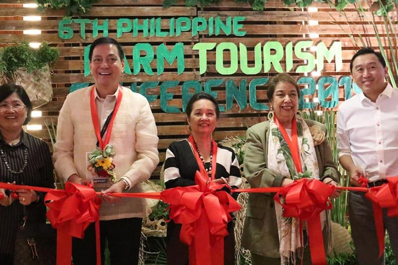 MOVING TOWARDS A GREEN TOURISM: Former President Gloria Macapagal-Arroyo (center) leads the opening of the 6th Farm Tourism Conference in Cebu City. With her are Mina Gabor (second from right), chairman and president of  the Inter-national School of Sustainable Tourism, Bohol Gov. Arthur Yap (right), Cebu City Vice Mayor Michael Rama (second from left) and Rosana Mula (left), officer-in-charge and assistant director of the Agricultural Training Institute of the Department of Agriculture. (SunStar photo / Amper Campaña)